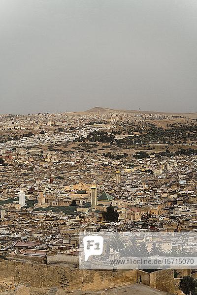 Blick auf die Stadt am Abend  Fez  Marokko