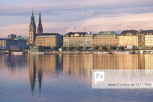 Germany  Hamburg  Town hall seen across Alster lake at sunset