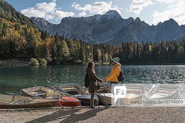 Ehepaar in Laghi di Fusine,  Friaul-Julisch Venetien,  Italien