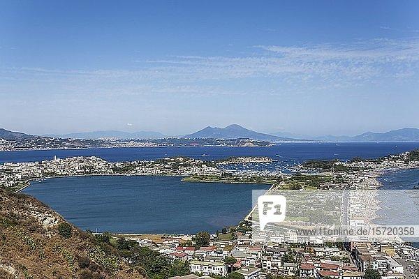 Kap Miseno mit dem Lago Miseno  Golf von Pozzuoli  Neapel  Kampanien  Italien  Europa