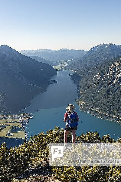 Young hiker  woman looking into the distance  view from Bärenkopf mountain to Lake Achen  left Seebergspitze and Seekarspitze  right Rofan Mountains  Tyrol  Austria  Europe