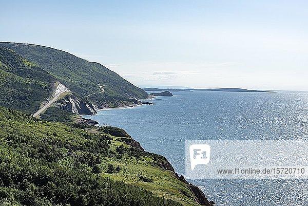 Küstenlandschaft an der Westküste von Cape-Breton-Highlands-Nationalpark  Nova Scotia  Kanada  Nordamerika