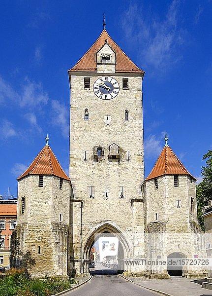 Stadttor Ostentor  Regensburg  Oberpfalz  Bayern  Deutschland  Europa