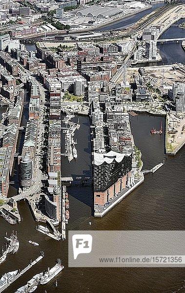 Speicherstadt und Hafencity  Elbphilharmonie  Hanseatic Trade Center  Kehrwiederspitze  Hamburg  Deutschland  Europa