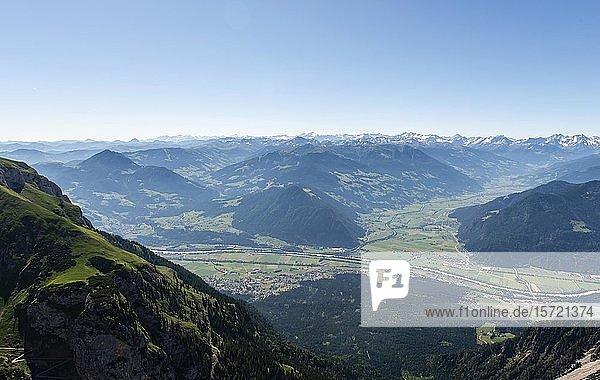 Ausblick in das Inntal und Zillertal  Wanderung im Rofangebirge  Tirol  Österreich  Europa
