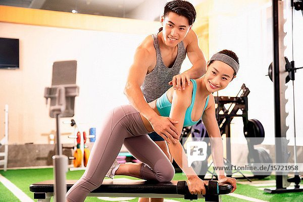 Young people live in the gym to work out