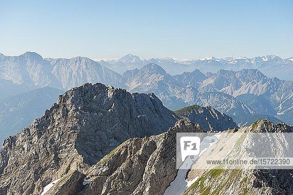 Berggipfel Kirchlespitze und Sulzleklammspitze  Mittenwalder Höhenweg  Karwendelgebirge  Mittenwald  Deutschland  Europa
