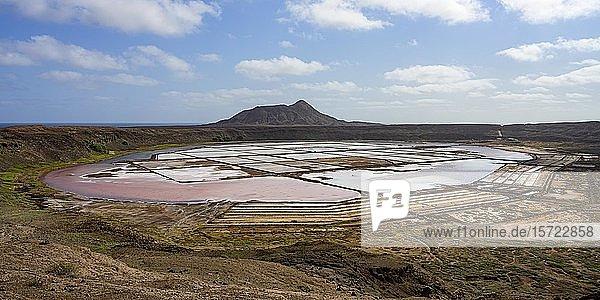 Salzgewinnung  Saline im Krater von Pedra de Lume  Sal  Kapverden