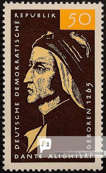 Ostdeutsche Briefmarke mit dem Porträt von Dante Alighieri  einem italienischen Dichter und Philosophen  Schweden  Europa