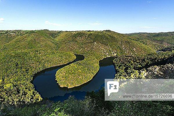 Mäander von Queuille und Sioule  Puy de Dome  Auvergne Rhone Alpes  Frankreich  Europa
