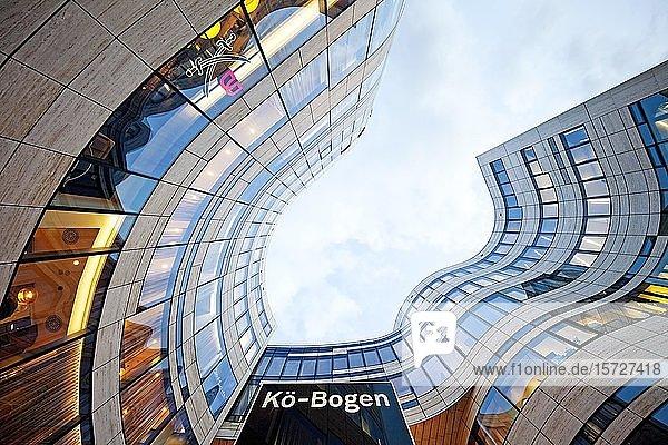 Gebäudekomplex Kö-Bogen  Architekt Daniel Libeskind  Büro- und Geschäftshaus  Düsseldorf  Nordrhein-Westfalen  Deutschland  Europa