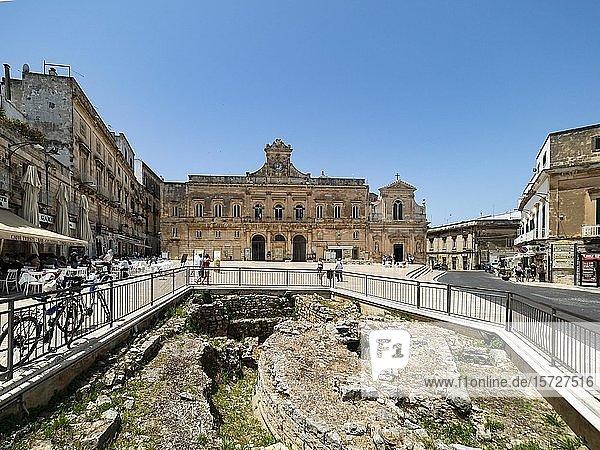 Historische Ruinen in der Altstadt  Bergdorf  Ostuni  Apulien  Italien  Europa