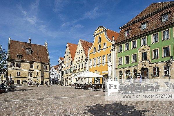 Altes Rathaus  barocke Bürgerhäuser mit Gasthof Zur Goldenen Gans  Marktplatz  Altstadt  Weißenburg in Bayern  Mittelfranken  Franken  Bayern  Deutschland  Europa