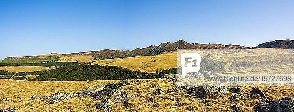 Sancy-Massiv  Regionaler Naturpark Volcans d?Auvergne  Puy de Dome  Auvergne Rhone Alpes  Frankreich  Europa