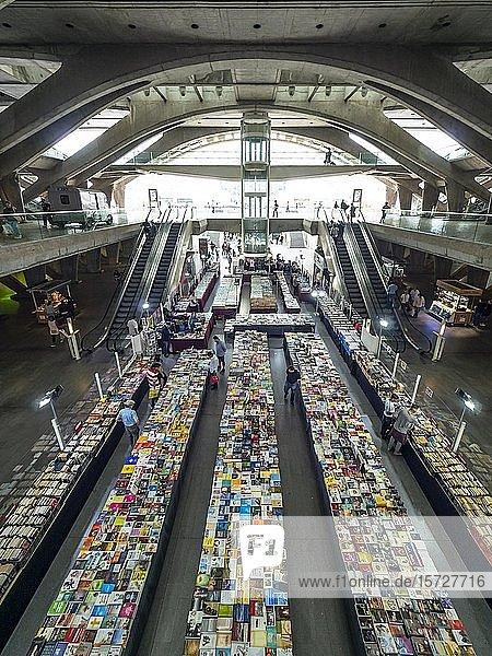 Ostbahnhof Lissabon  Haupthalle mit Buchhandlung  Parque das Nações  Lissabon  Portugal  Europa