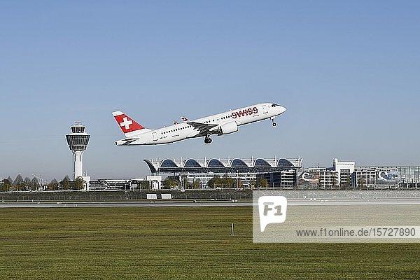 Swiss  LX 1100  Startbahn Süd mit Tower  Flughafen München  Oberbayern  Bayern  Deutschland  Europa