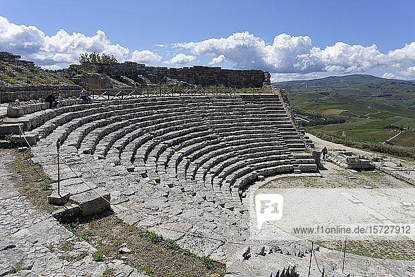 Amphitheater von Segesta  griechische Tempelanlage Segesta  Provinz Trapani  Sizilien  Italien  Europa