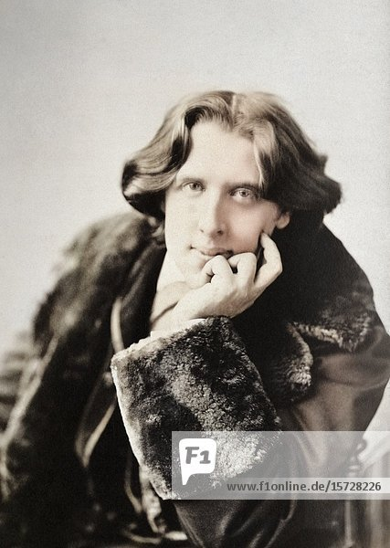 Oscar Wilde  1854 - 1900. Irish poet and playwright. After a photogaph made in the early 1880's by American photographer Napoleon Sarony.