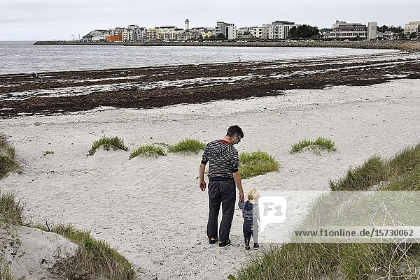 Grattan Beach  Salthill district  Galway  Connemara  County Galway  Republic of Ireland  North-western Europe.