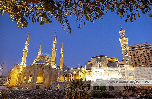 Mohammad Al-Amine Mosque and at right Saint Georges Maronite Cathedral  Beirut  Lebanon.