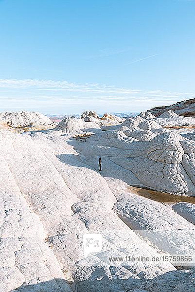 Tourist auf White Pocket in Vermillion Cliffs  Utah  Vereinigte Staaten