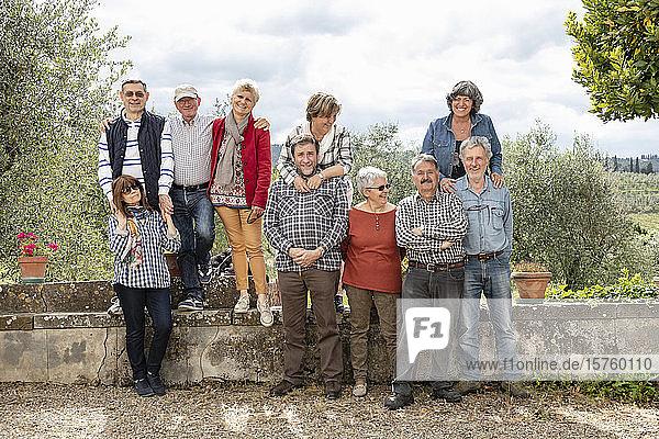 Porträt von älteren Paaren  Olivenbäume im Hintergrund  Florenz  Italien