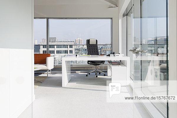 Sunny  modern  urban office