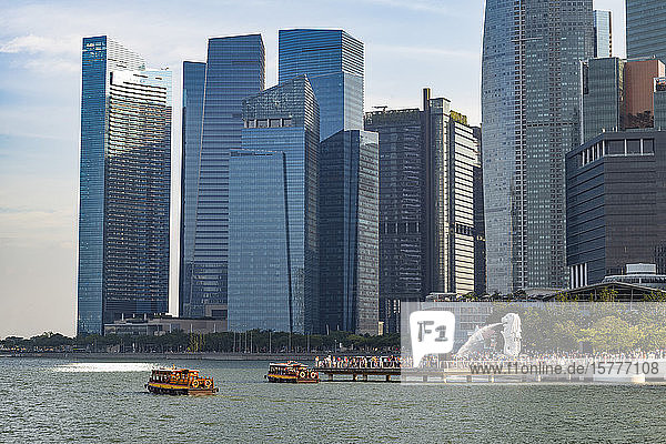 Tourist boats with the Merlion statue and Marina Bay skyline  Singapore  Southeast Asia  Asia