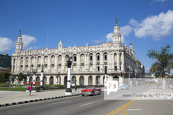 Grand Theater of Havana with Old Classic Cars  Old Town  UNESCO World Heritage Site  Havana  Cuba  West Indies  Caribbean  Central America