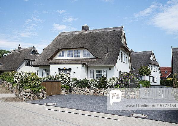 Einfamilienhäuser mit Reetdächern