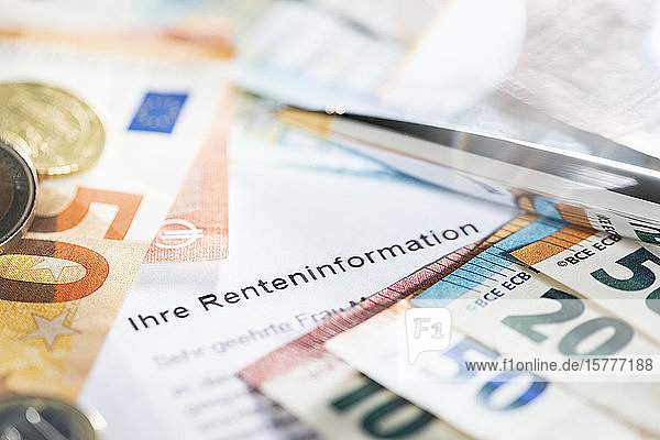 Symbolbild Renteninformation  Geldscheine Symbolbild Renteninformation, Geldscheine