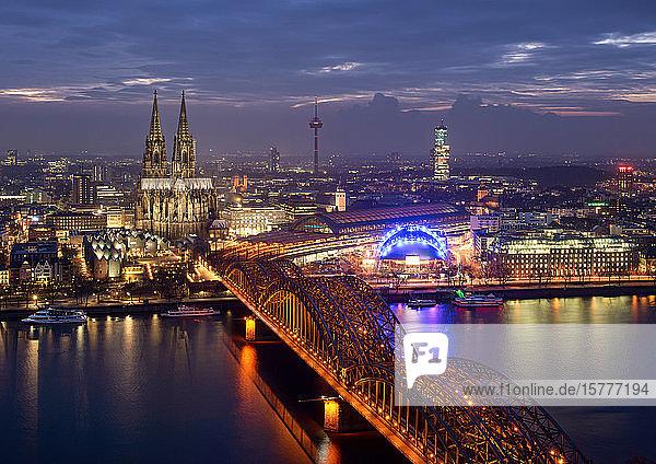 Köln  NRW  Nachtaufnahme