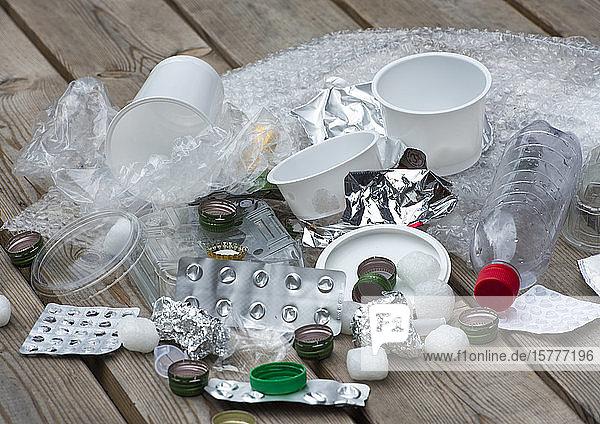 Kunststoff- und Aluminiummüll