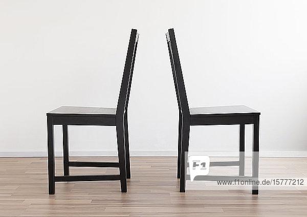 Gruppe mit vier Stühlen Gruppe mit vier Stühlen