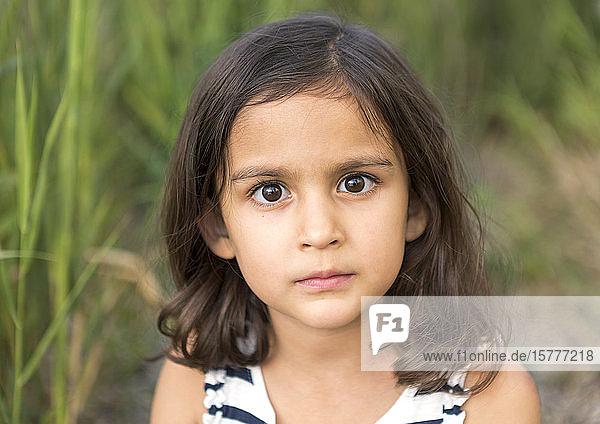 Dunkelhaariges Mädchen  Porträt