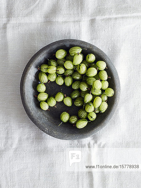 Gooseberries in bowl