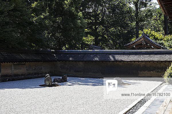 Japan  Präfektur Kyoto  Kyoto  Japanischer Steingarten im buddhistischen Tempel