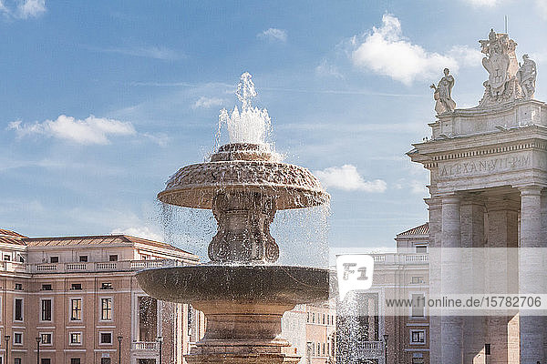 Italien  Rom  Bernini-Brunnen an einem sonnigen Tag