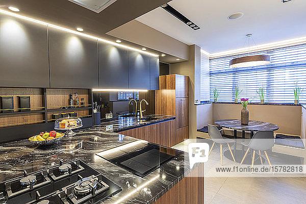 Inneneinrichtung der Küche in einem luxuriösen Anwesen  London  UK