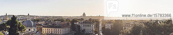 Italien  Rom  Panoramablick auf die Hauptstadt bei Sonnenuntergang