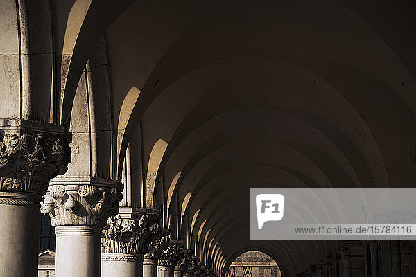 Italien  Venedig  Dogenpalast Arkade