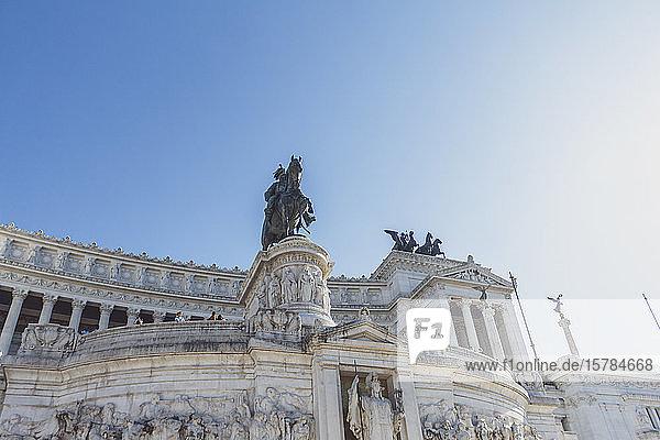Italien  Rom  Niedrigwinkelansicht des Viktor-Emmanuel-II-Denkmals