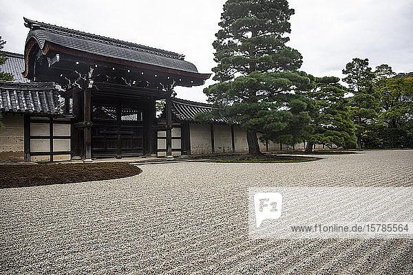 Japan  Tokio  Steingarten des buddhistischen Tempels