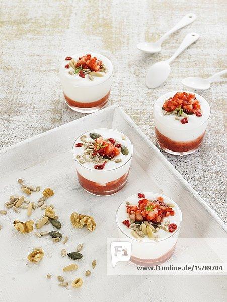 Yogur mermelada de fresones / strawberry jam yogurt