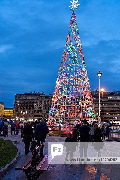 Okendo square  Christmas lights  Donostia  San Sebastian  Gipuzkoa  Basque Country  Spain  Europe