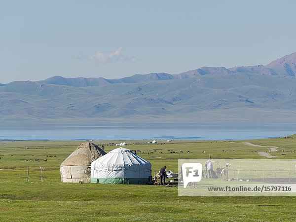 Yurts at lake Song Kol (Son Kul  Songkoel  Song-Koel). Tien Shan mountains or heavenly mountains in Kirghizia. Asia  central Asia  Kyrgyzstan.