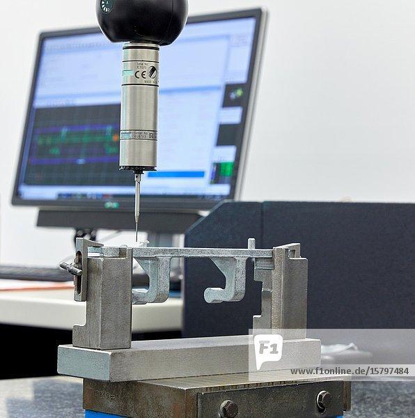 CMM  Coordinate Measuring Machine  Service dimensional measuring machine. Innovative Metrology applied. 3-D coordinate measuring
