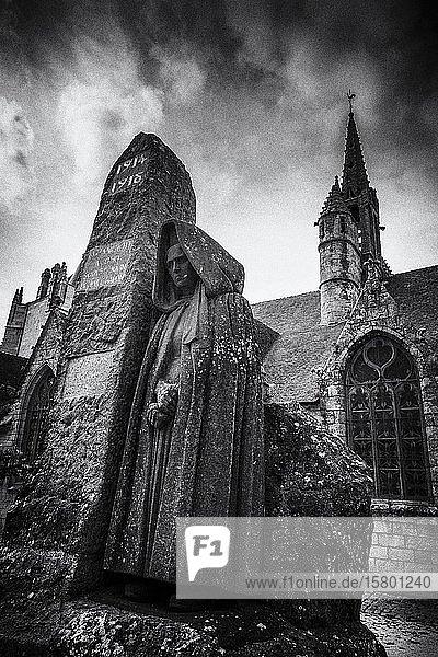 Denkmal 1.Weltkrieg bei der Kirche de Saint Nonna  Penmarc?h  Département Finistère  Frankreich  Europa