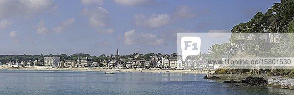 Blick zum Badeort mit Strand  Saint-Cast-le-Guildo  Département Côtes-d?Armor  Frankreich  Europa