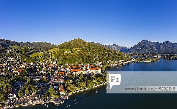 Tegernsee  Ort Tegernsee und Kloster Tegernsee  Alpenvorland  Drohnenaufnahme  Oberbayern  Bayern  Deutschland  Europa